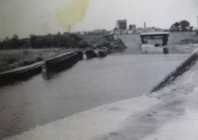 68 Looking From Foredrove Bridge To Railway Bridge Main Basin Branch To Right 1947