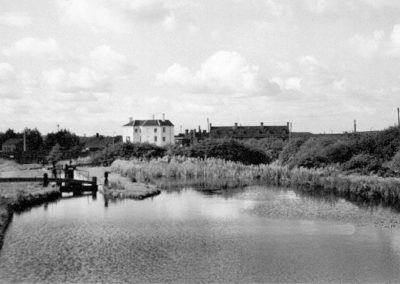 83 Churchbridge Bottom Lock With White Lion In Background